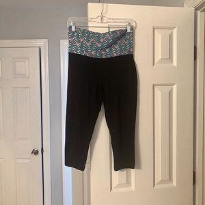 Mossimo Supply Co. Capri Yoga Pants Size M